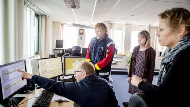 Kollegorna på Sjöfartsverket i Malmö berättar hur de hanterar stress. Från vänster Greger Persson, Torbjörn Svarfvar, Janet Floreng Lindfors, och Carina Sonesson. Foto: David Bergström